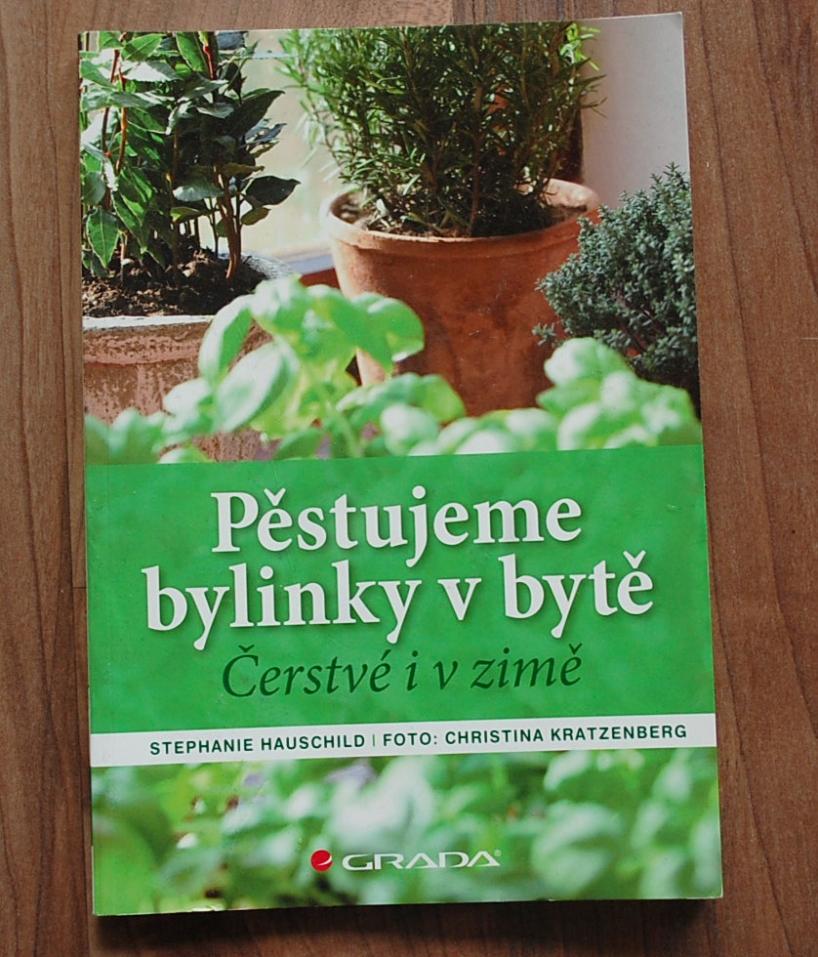 kniha Pestujeme bylinky v byte